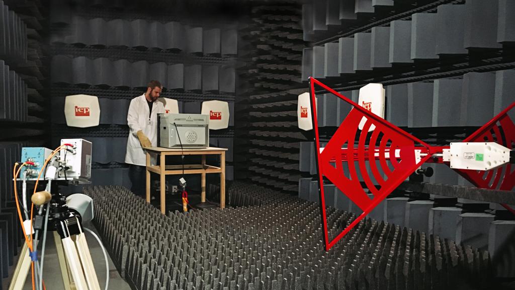 Câmara blindada semi anecóica para ensaios de Compatibilidade Eletromagnética